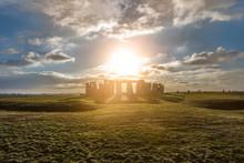 Stonehenge Against The Sun, Wi...