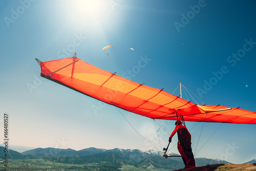 Photo sur Toile Aerien Hang-glider starting to fly