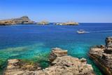Fototapeta Do akwarium - Malowniczy krajobraz zatoki wyspy Rodos i statku pasażerskiego.