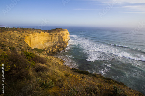 Photo  Loch Ard Gorge is one of the most popular tourist attractions in Victoria Australia, The sunset over the fog and the Twelve Apostles, called the Great Ocean Road