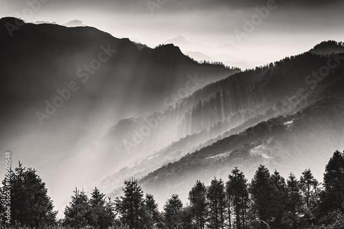 Obrazy czarno białe  black-and-white-landscape-photo