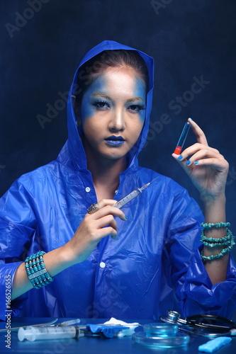 Photo  Blue Tone Fashion Scientist in Dark room laboratory with tools lab hygiene, drop