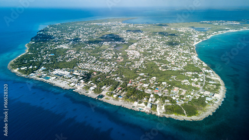 In de dag Eiland Aerial view of Grand Cayman island in the Caribbean