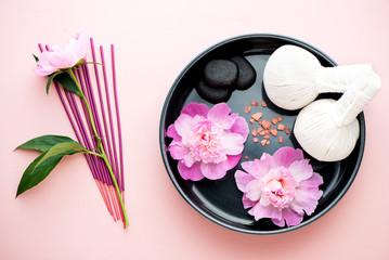 Obraz na płótnie Canvas Spa, aromatherapy and massage set