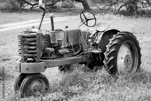 Fototapety, obrazy: Tractor in Black and White