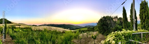 Fotomural  Italian green fields view in Tuscany
