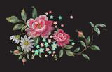 Haftuj kwiatowy wzór kwiatowy z różami i rumiankami. Wektor tradycyjny haftowany bukiet z kwiatami na czarnym tle do projektowania odzieży. - 166659378