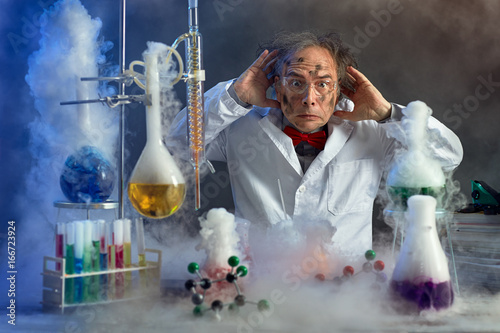 Fotografie, Obraz  frightened scientist front of experiment that exploded