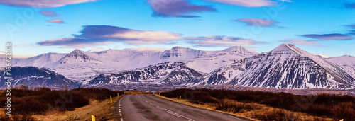 Poster Purper Typical Iceland landscape with road and mountains.