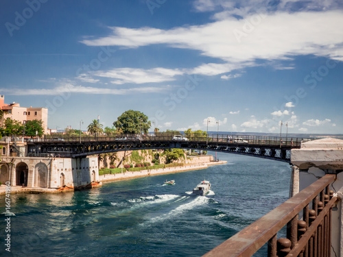 Obraz na plátně the taranto bridge on the taranto canalboat