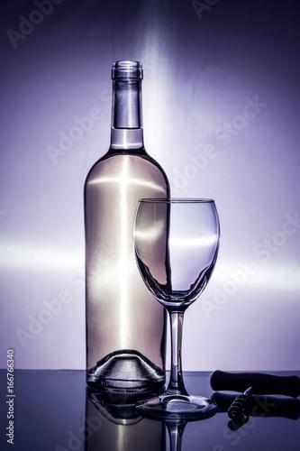 Foto op Plexiglas Bar Sommelier fills a glass of wine