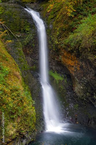 Fotografia, Obraz  Lower Butte Creek Falls in Fall Season