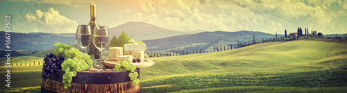 Foto op Aluminium Wijn Red wine with barrel on vineyard in green Tuscany, Italy