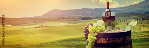 Foto op Plexiglas Toscane Red wine with barrel on vineyard in green Tuscany, Italy