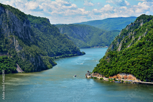 Obraz Spectacular Danube Gorges, also known as The Danube Boilers ,passing through the Carpathian Mountains, between Serbia and Romania - fototapety do salonu