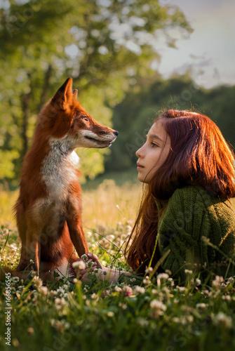 Девочка и лиса Canvas-taulu