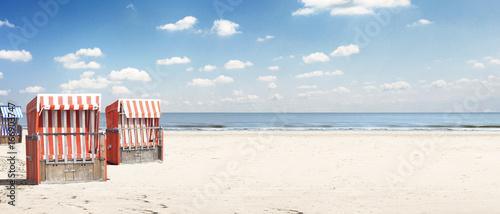Foto op Plexiglas Noordzee Strandkorb an der Ostsee