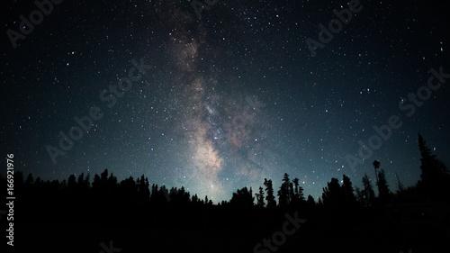 Plakat Jasny widok Drogi Mlecznej sfotografowany z Gór Skalistych w Wyoming
