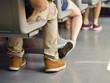 Fahrgäste in einer Straßenbahn
