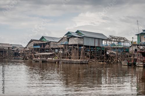 Cambodian river houses on stilts form an entire village. Fototapet