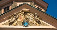 Schloss Favorite, Uhr Und Wappen