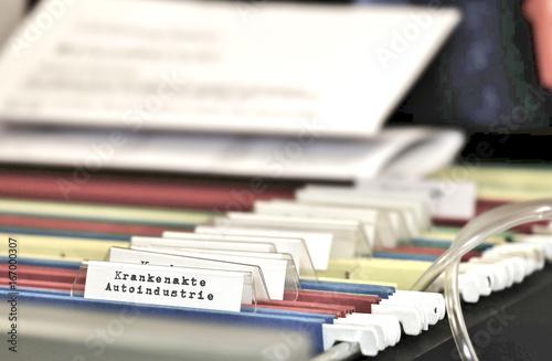 Fotografie, Obraz  Krankenakte Auto Industrie, Diesel Skandal, Affäre