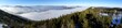 Traumhafte Panorama Aussicht auf Winterlandschaft im Nebel