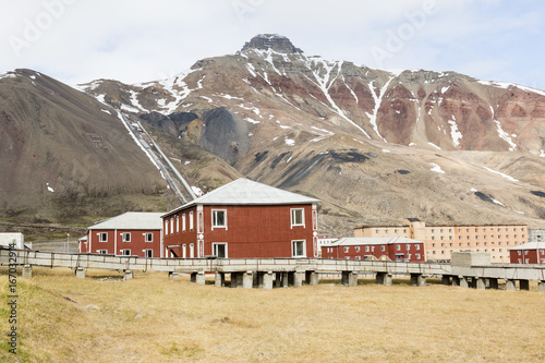 Papiers peints Arctique The abandoned russian mining town Pyramiden in Svalbard, Spitsbergen, Norway