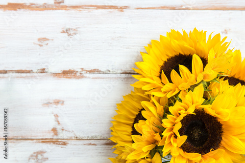 Foto op Canvas Zonnebloem Yellow Sunflower Bouquet on White Rustic Background