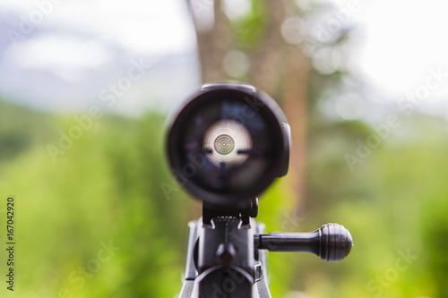 Fotografía  Sniper gun scope view.