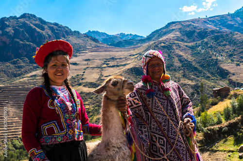 Foto op Plexiglas Lama Native Peruvian group with their Llama in Sacred Valley, Cusco, Peru