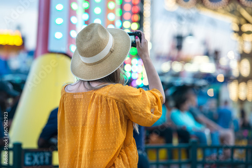 Photo sur Toile Hong-Kong Woman taking picture at amusement park during her travel at summer vacation