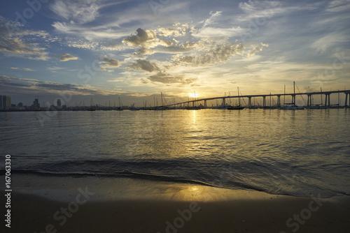 Valokuva  the rising sun reflects warmth on calm waters in Coronado Bay, San Diego, Califo