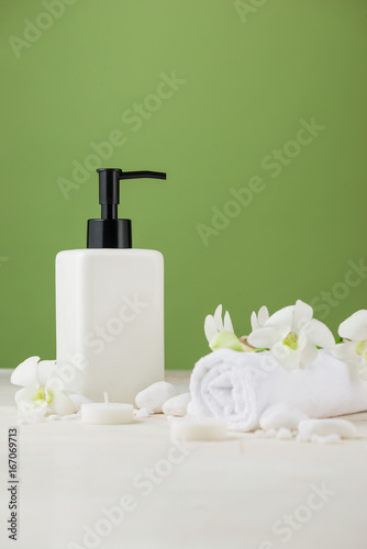Foto op Plexiglas Spa SPA Decoration. Spa composition with cosmetic bottle over green.