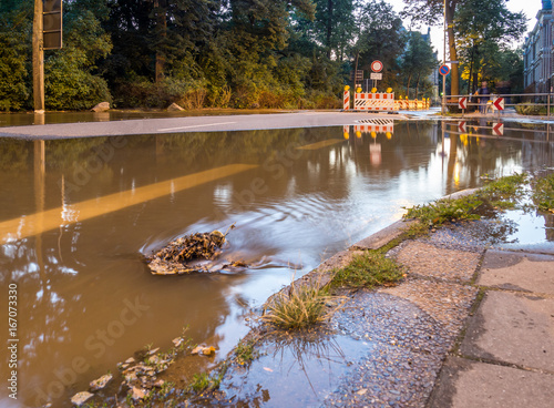 Plakat zalana ulica