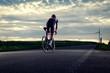 Rennradfahrer von hinten