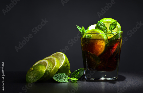 Photo  Cocktail with lime , ice  and peppermint .
