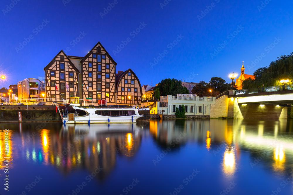 Fototapety, obrazy: Bridge in Bydgoszcz city over Brda river at night, Poland