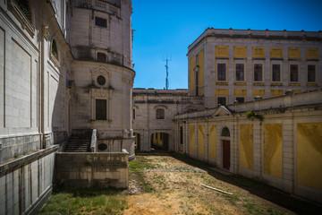Fototapeta na wymiar Portugal: el Convento Real y Palacio de Mafra, palacio barroco y neoclásico - monasterio al lado de Lisboa