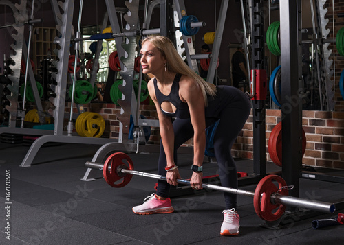 Foto op Plexiglas Fitness Fitness woman doing a deadlift exercise in the gym