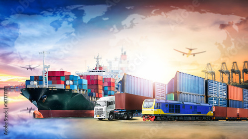 Fotomural  Global business logistics import export background and container cargo transport
