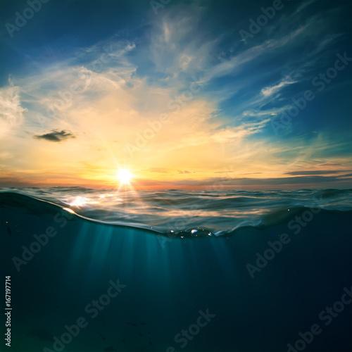 Cuadros en Lienzo  Sky and Sea Water divided by waterline