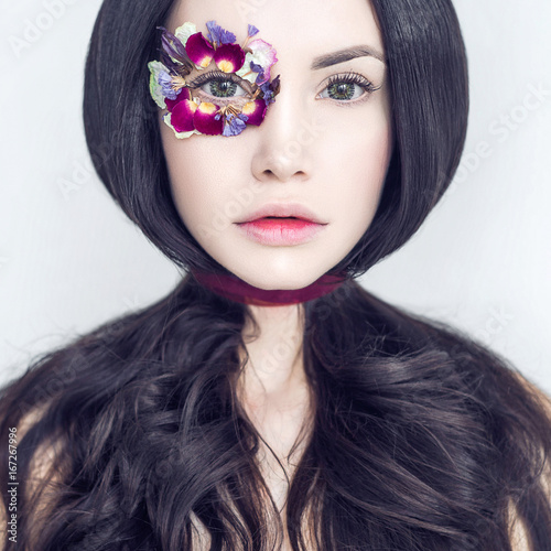 Valokuvatapetti Unusual makeup with flowers