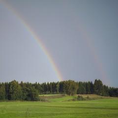 Regenbogen über Allgäuer Landschaft