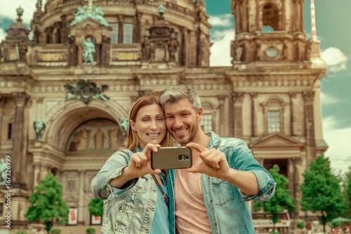 Zdjęcie XXL Para w Berlinie bierze selfie
