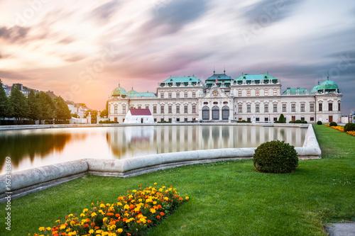 Spoed Fotobehang Wenen Belvedere palace at sunset in Vienna, Austria
