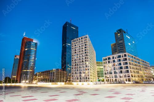 Spoed Fotobehang Wenen Skyscrapers and modern architecture in Vienna Austria