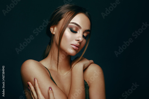 Obraz Beauty portrait of a young woman in the studio on a dark background - fototapety do salonu