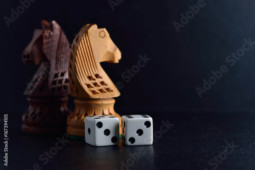 Платно  Two white dice and chess knights ob black