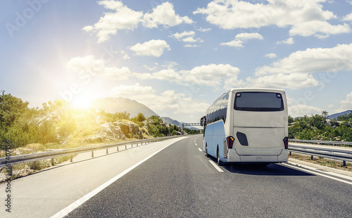 Photo Bus rushes along the asphalt high-speed highway.